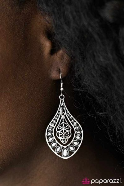 Paparazzi Arabian Affair Earring